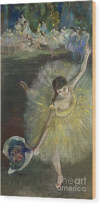 End Of An Arabesque Wood Print by Edgar Degas