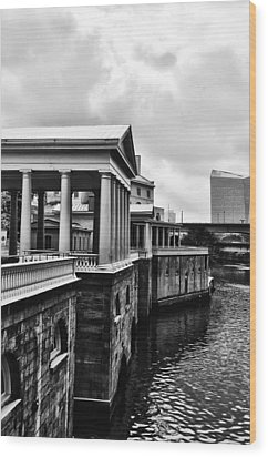 Fairmount Water Works In Black And White Wood Print by Bill Cannon