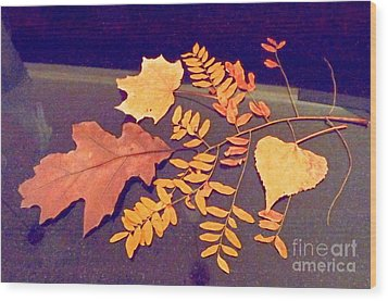 Fall Leaves On Granite Counter Wood Print by Annie Gibbons