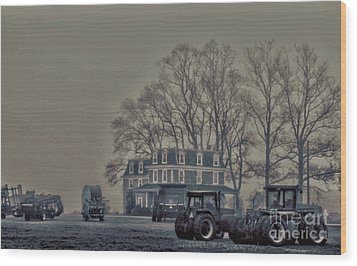 Farmhouse In Morning Fog Wood Print
