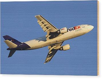 Fedex Airbus A300f4 605r N692fe Phoenix Sky Harbor December 23 2010 Wood Print by Brian Lockett