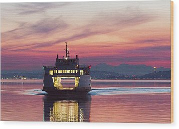 Ferry Issaquah Docking At Dawn Wood Print