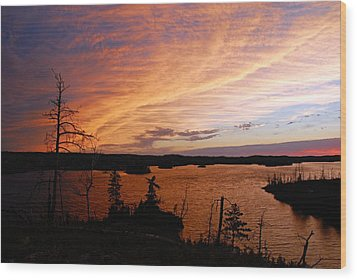 Fiery Sunset Over Seagull Lake Wood Print by Larry Ricker