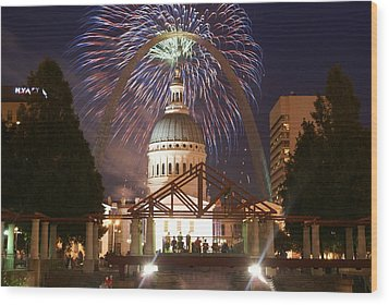 Fireworks At The Arch 1 Wood Print by Marty Koch