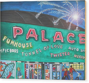 Fireworks At The Palace Wood Print by Patricia Arroyo