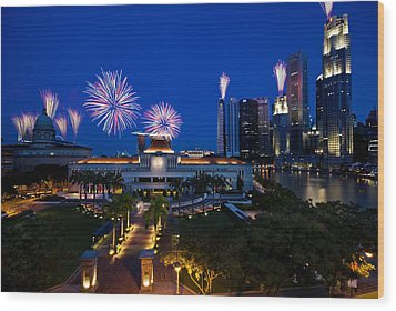 Fireworks Over Parliament Wood Print by Ng Hock How