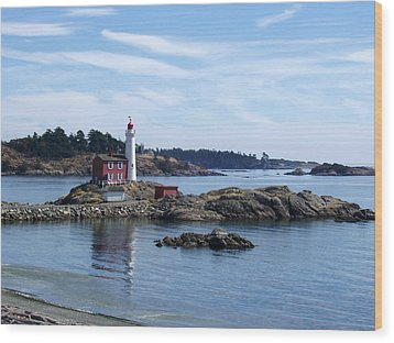 Wood Print featuring the photograph Fisgard Lighthouse Shoreline by Marilyn Wilson