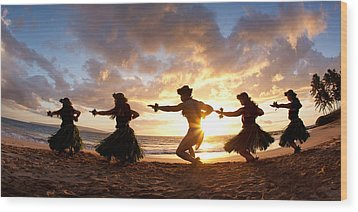 Five Hula Dancers On The Beach Wood Print