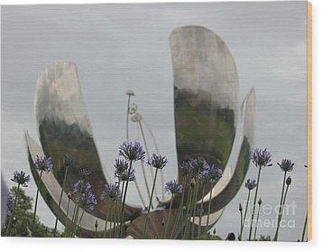 Wood Print featuring the photograph Floralis Generalis by Wilko Van de Kamp