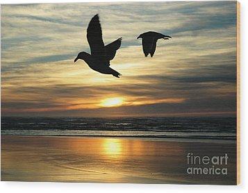 Fly Bye Wood Print by Lori Mellen-Pagliaro