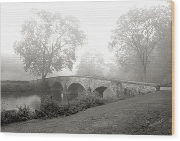Foggy Morning At Burnside Bridge Wood Print by Judi Quelland