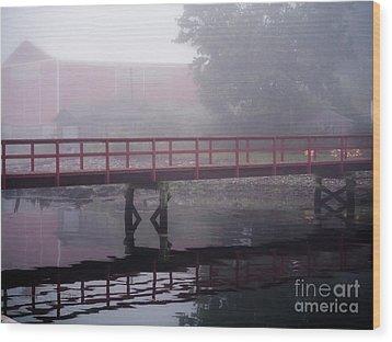Foggy Morning At The Bridge Wood Print