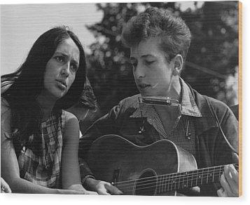 Folk Singers Joan Baez And Bob Dylan Wood Print by Everett