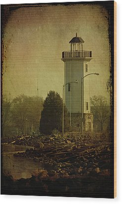 Fond Du Lac Lighthouse Wood Print by Joel Witmeyer