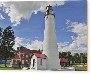 Fort Gratiot Light Wood Print by Rodney Campbell