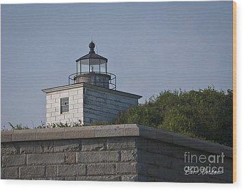 Fort Taber Lighthouse Wood Print by David Gordon