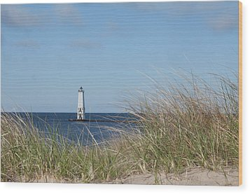 Wood Print featuring the photograph Frankfort North Breakwater Lighthouse by Fran Riley