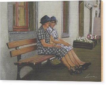 Friends Seated In Bench Wood Print by Leonor Thornton