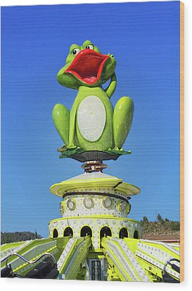 Froggy Wood Print by Don Pedro De Gracia