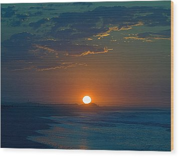 Wood Print featuring the photograph Full Sun Up by  Newwwman