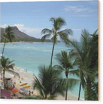 Fun Times On The Beach In Waikiki Wood Print by Karen Nicholson