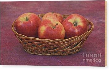 Gala Apple Basket Wood Print by Ray Shrewsberry