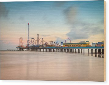 Galveston Pleasure Pier Sunset Wood Print by Ray Devlin