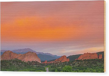 Wood Print featuring the photograph Garden Of The Gods Sunset by Tim Reaves