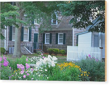 Gardens At The Burton-ingram House - Lewes Delaware Wood Print