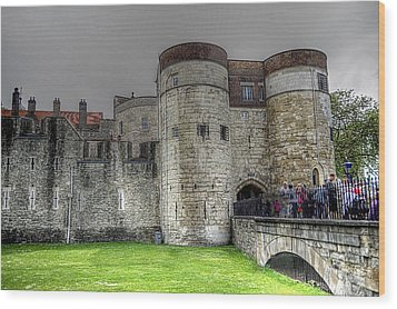 Gates To The Tower Of London Wood Print