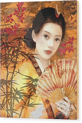 Geisha With Fan Wood Print by Mo T