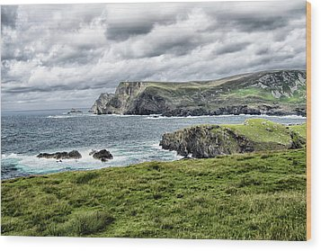 Wood Print featuring the photograph Glencolmcille by Alan Toepfer