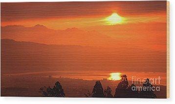 Wood Print featuring the photograph Golden Hour by Tatsuya Atarashi