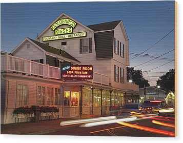 Goldenrod Kisses Luncheonette York Beach Maine Wood Print