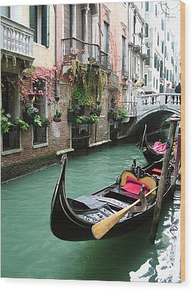 Gondola By The Restaurant Wood Print by Donna Corless