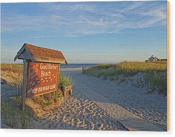 Good Harbor Sign At Sunset Wood Print