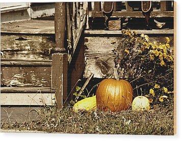 Gourding The Porch Wood Print
