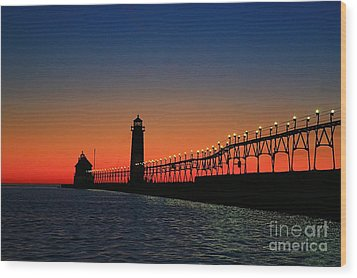Grand Haven Light House Wood Print by Robert Pearson