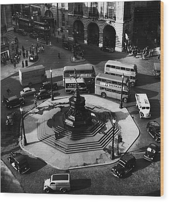 Great Britain. Piccadilly Circus Wood Print by Everett