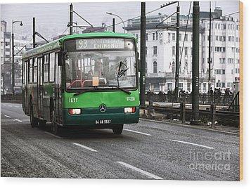 Green Bus On The Galata Wood Print by John Rizzuto