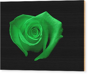 Green Heart-shaped Rose Wood Print by Glennis Siverson