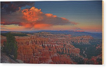 Harvest Moon Over Bryce National Park Wood Print