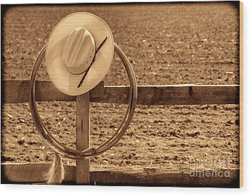 Hat And Lasso On A Fence Wood Print