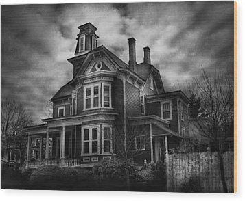 Haunted - Flemington Nj - Spooky Town Wood Print by Mike Savad