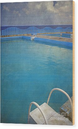 Wood Print featuring the photograph Havana Cuba Swimming Pool And Ocean by David Zanzinger