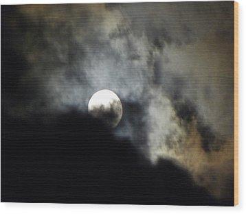 Hawaiian Moon Wood Print by Elizabeth Hoskinson