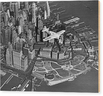 Hawk's Plane Over Battery Park Wood Print by Underwood Archives