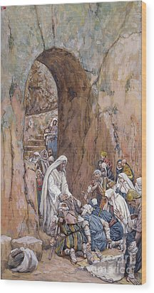 He Did No Miracles Save That He Healed Them Wood Print by Tissot