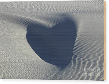 Hearts In The Desert Wood Print by Vivian Christopher