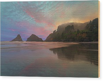 Heceta Head Lighthouse Foggy Sunset Wood Print by David Gn